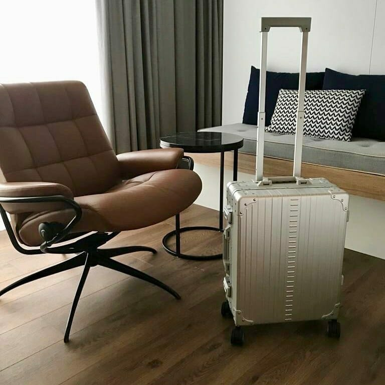 aluminum Carry on in office